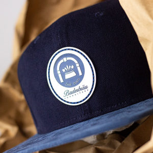 merch-studio-produkte-cap-baderbraeu-dunkelblau-02